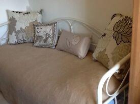 Daybed / sofa , cream coloured wrough iron