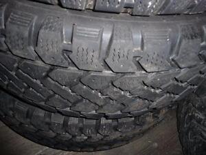 4 pneus d'hiver 195/65/15 Snowtrakker Radial ST2, 50% d'usure, mesure 7, 7, 6 et 5/32.