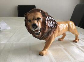 BESWICK LION FACING LEFT MODEL 2089