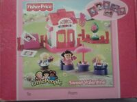 FISHER PRICE PINK LITTLE PEOPLE SWEET VALENTINE SET BOXED BRAND NEW GREAT CHRISTMAS PRESENT
