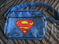 SUPERMAN RETRO THEME MESSENGER SHOULDER BAG BRAND NEW WITH TAGS STILL ON