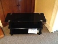 Smoked glass tv stand to suit 40 in tv