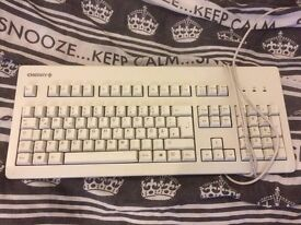 5 old / broken keyboards for sale - for spares or repairs