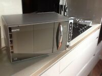 700W microwave for sale , in perfect condition. Simple to use