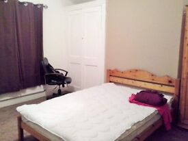 Big double room in Shirley