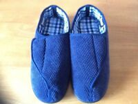 Men's Top Fastening Slippers. Size 9
