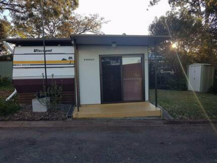 URGENT SALE REQUIRED -MOLLYMOOK Holiday Onsite Caravan with Annex