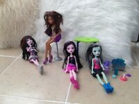 Monster High bundle 4 dolls,dog,table,chair,accessories,dog bath