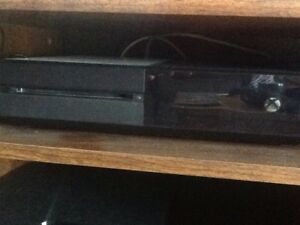 Xbox One + 3 games controller and Kinect
