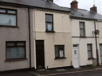 TO LET 2 BEDROOM HOUSE IN LISBURN CLOSE TO CITY CENTRE,GAS HEATING,DOUBLE GLAZING,OFF STREET PARKING