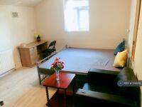 1 bedroom in Katherine Road, London, E7 (#1144210)