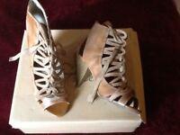 Wallis Leathe Sandels size 6