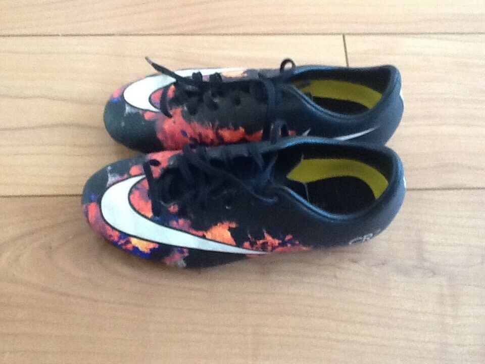 Boys CR7 football boots
