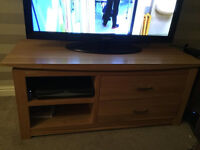 solid oak tv table/cabinet