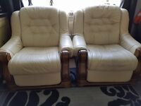 2 CREAM LEATHER ELECTRIC RECLINERS