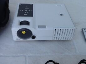 HP3220 Digital Projector - Brand New only used once