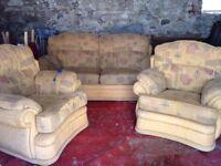 Good quality suite excellent condition