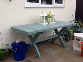Solid garden table in blue/ green