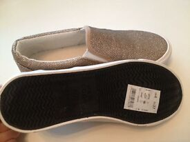 Plimsoll trainers -size 4 -New