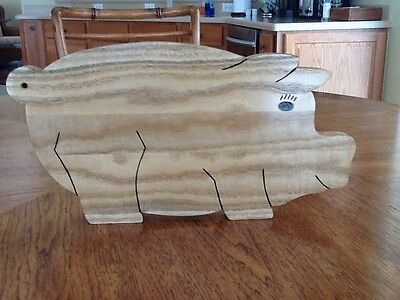 Pig Shaped Cutting Board (Pig Shaped Cutting Board, Tail Hole for Hanging, New)