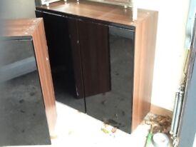 Black gloss kitchen units