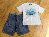 2 ITEMS BOYS CLOTHES AN ANIMAL TSHIRT & A PAIR ANIMAL DENIM SHORTS SIZE XS FIT AGES 6-7 YRS