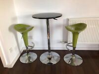 table bar and stools in perfect condition