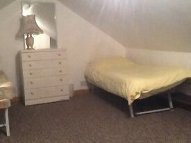Spacious attic room to let