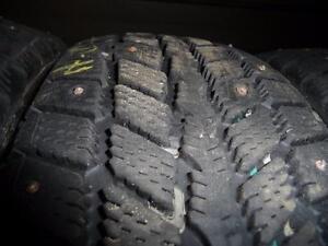 4 pneus d'hiver 175/70/13 Nexen Winguard à clous, mesure 8-9/32.