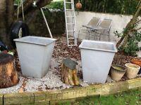 2 large garden pots