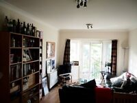 Lovely furnished double room in 2-bed flat share central headingely (with car park space)