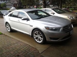 2013. Ford Taurus SEL. Leather Navigation