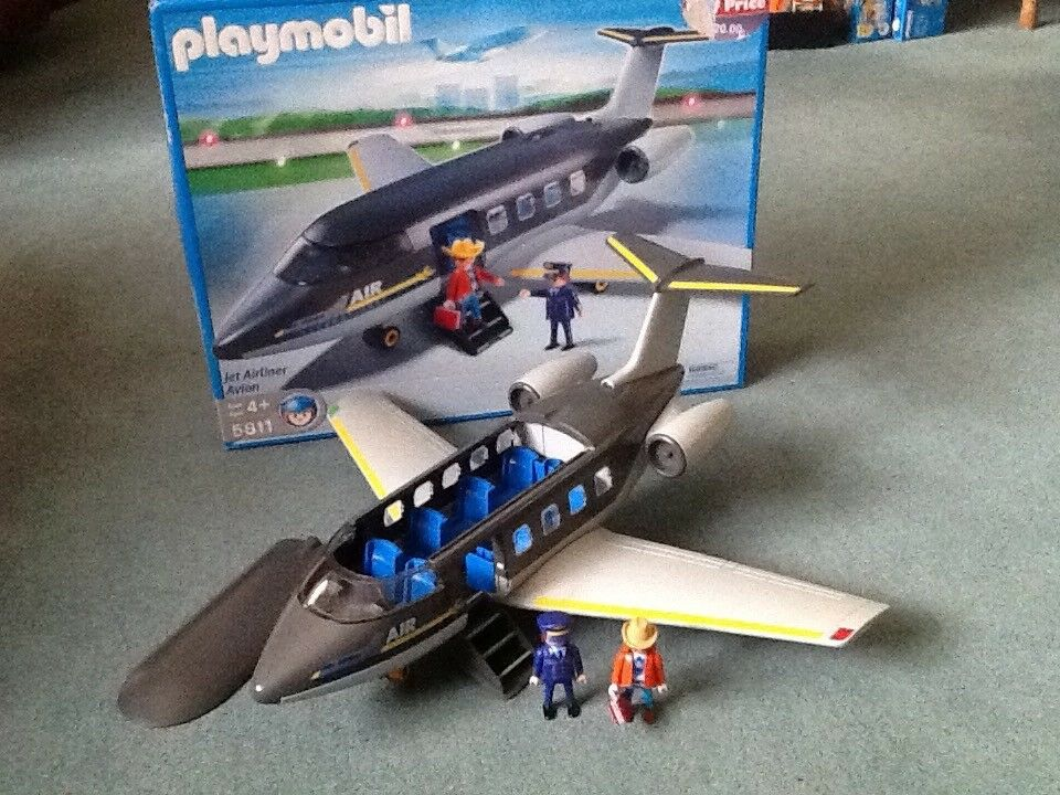 Playmobil aeroplane set no. 5811.
