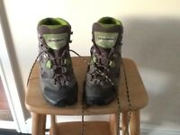 SCARPA Hiking Boots size 7 mainly grey not worn above 3 times Vibram sole