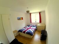 Lovely double bed room for a friendly single near Richmond park is available