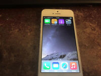 APPLE IPHONE 5 FOR SPARES OR REPAIRS NEEDS SLIGHT ATTENTION OR GOOD FOR PARTS