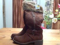 Gorgeous brand new suede boots size 5