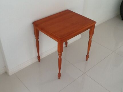 Beautiful vintage style lamp table