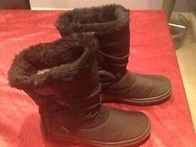 Ladies black pavers boots size 6