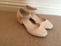 Monsoon pink vintage textured girls shoe (size2)