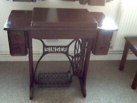 Antique singer sewing machine with table circ 1930