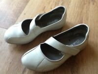 Ladies size5 Clarks shoes