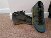 Nike flyknit chukka trainers size 9