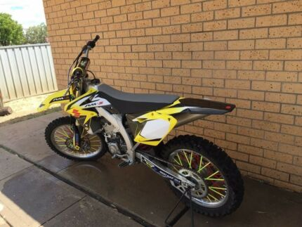 Selling my 2016 Rmz 450 as I don't ride it bike as only 10hrs