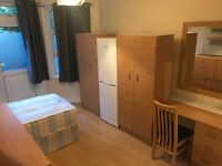 good price SHARED ROOM / TWIN ROOM only 5 minutes walking from STOKE NEWINGTON Station. ZONE 2 !!