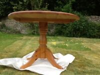 Oval wood table 140/107cm