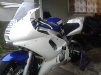 Yamaha r6 track bike look