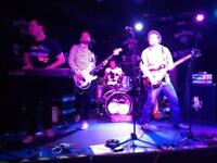 SINGER WANTED FOR LONDON ROCK BAND. Influences Zep, Foos, Radiohead, Queen