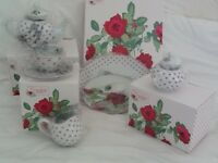 'Country Rose' 8 piece tea service set with cake stand