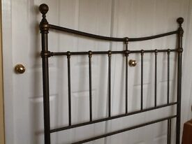Metal bed head to fit double bed. Vintage look, burnished gold colour. Very good condition.